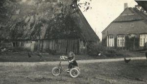 alter_Schuppen_und_alte_Dorfschule